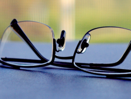 Eye Glasses or Contacts? Which one should you use